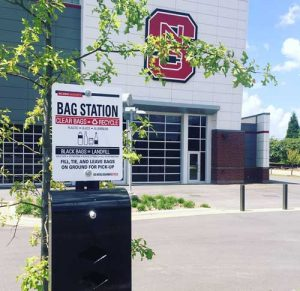 Bags to collect tailgating recyclables are now accessible in bag dispensers. Like in previous years, WE Recycle volunteers will also distribute recycling bags to tailgaters prior to the game.