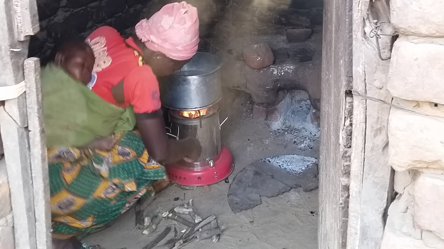 Advanced Biomass Cookstoves Provide Benefits in Field Settings, But Less than Expected from Lab Testing